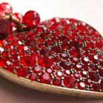 Jak restaurovat staré šperky s českým granátem?