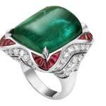 Masivní šperky a bižuterie jsou stále oblíbené
